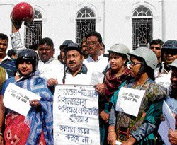 Donning helmets, Cong MLAs enter Bengal Assembly