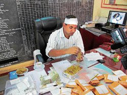 Gold worth Rs 3 cr sans documents seized
