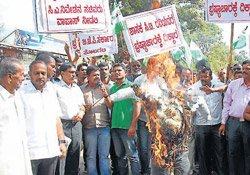 JD(S) stages stir against Minister C T Ravi