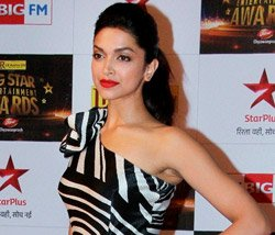 Shah Rukh makes me feel special: Deepika Padukone