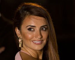 Penelope Cruz's sister pregnant by anonymous sperm donor