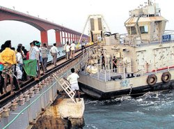 Naval barge rams into 100-year-old bridge in TN