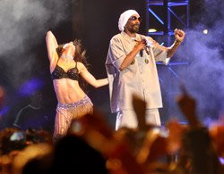 Sherwani-clad Snoop Dogg woos India at Delhi concert