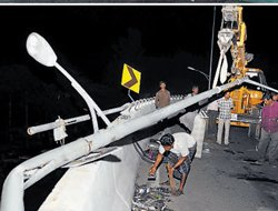 One dies in bus accident on tollway