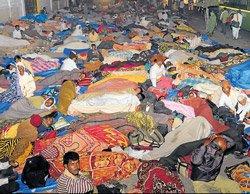 Thousands of women, children spend night on road