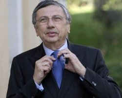 India probes kickbacks in Finmeccanica deal - source