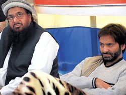 Malik to be quizzed over sharing dais with Saeed