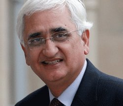 Khurshid asks opposition not to politicise chopper deal issue