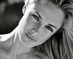 Slain Pistorius girlfriend leaves haunting TV message