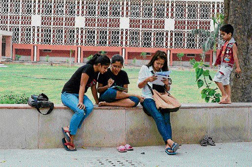 Another blow for DU students