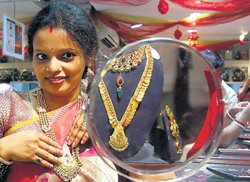 Economic Survey calls for curb on oil, gold imports
