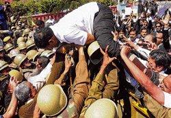 Cops, lawyers clash in Rajasthan, Punjab