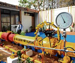 CM takes up CNG project delay with Moily