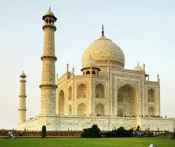 Encroachers threaten Agra's heritage buildings