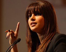 Priyanka to sport two distinct looks in 'Zanjeer' remake