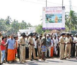 Mob attacks prayer hall in Udupi