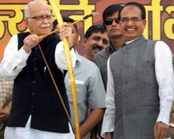 People disillusioned with Cong as well as BJP: Advani