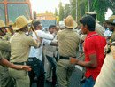 Seven injured in lathicharge