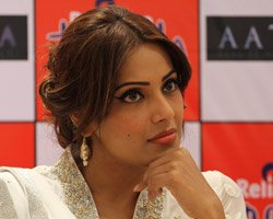 Bipasha went through hell during 'Aatma' shoot: Suparn Verma