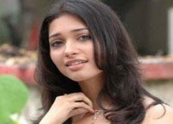Its a challenge to grab eyeballs in hero-centric films:Tamanna