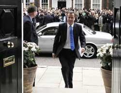 UK PM Cameron plans tougher immigration crackdown