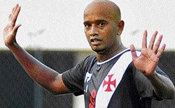 Vasco stay alive with scrappy win