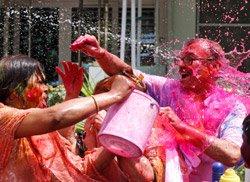 India soaks in colours of Holi
