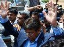 Pak lawyer hurls shoe  at Mush