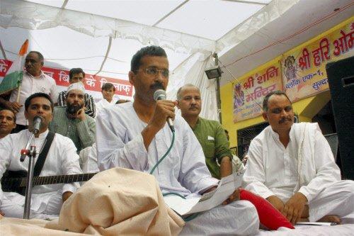 Kejriwal breaks 15-day-long fast