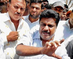 Congress workers oppose Sudhakar's candidature