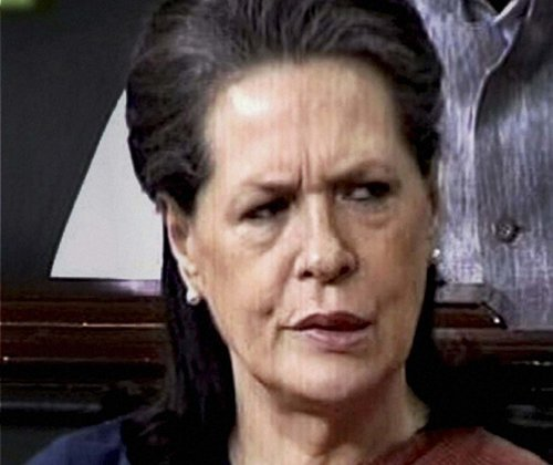 Sonia asks partymen to hit back, not take criticism lying down
