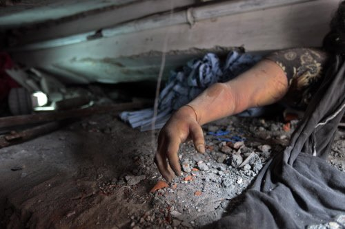 Over 100 killed as building collapses in Dhaka