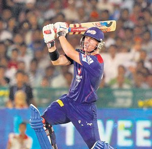 Warner's fifty leads Daredevils to win