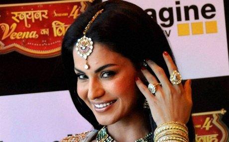 Voices in MMS clip tampered, scenes original: Veena Malik