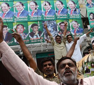 Sharif set for 3rd term as Pak PM, India welcomes poll outcome