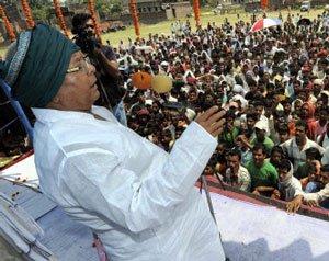 Lalu Prasad hires 13 trains for his Patna rally