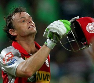Gilchrist spoils Challengers' party