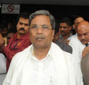 Siddu wants cheap, safe liquor for poor