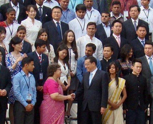 India and China must shake hands, says Li Keqiang