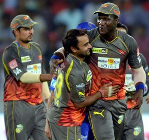 Disciplined bowling show keeps Sunrisers in hunt for play-offs