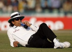 PCB mulling contracts with its umpires