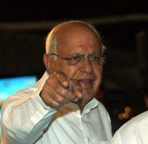 Farooq bats for Srinivasan, says no need to resign