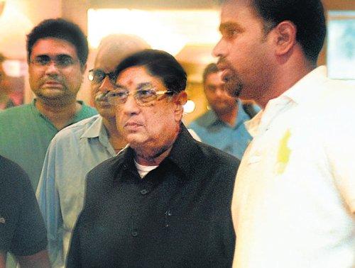 Survivor Srinivasan stumps his opponents
