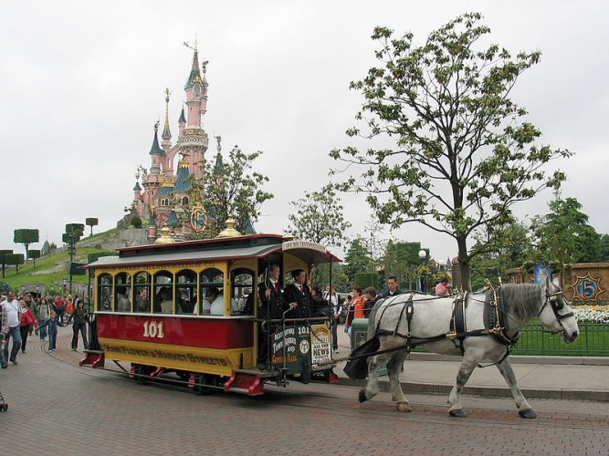 Saudi prince forks out 15 mn euros at Paris Disneyland