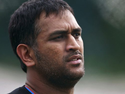 Dhoni continues to keep mum on recent controversies