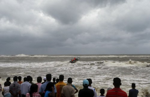 Rain kills 5 in Sri Lanka; 17 fishermen missing