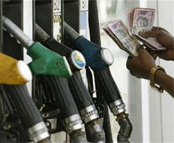 Petrol prices may go up  by  Rs 5/litre