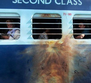 Suspected Maoists attack train in Bihar, three killed