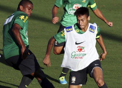 No pressure wearing Pele's No.10: Neymar