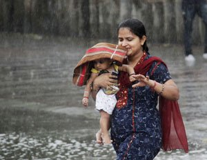 Heavy showers in northern India as monsoon advances